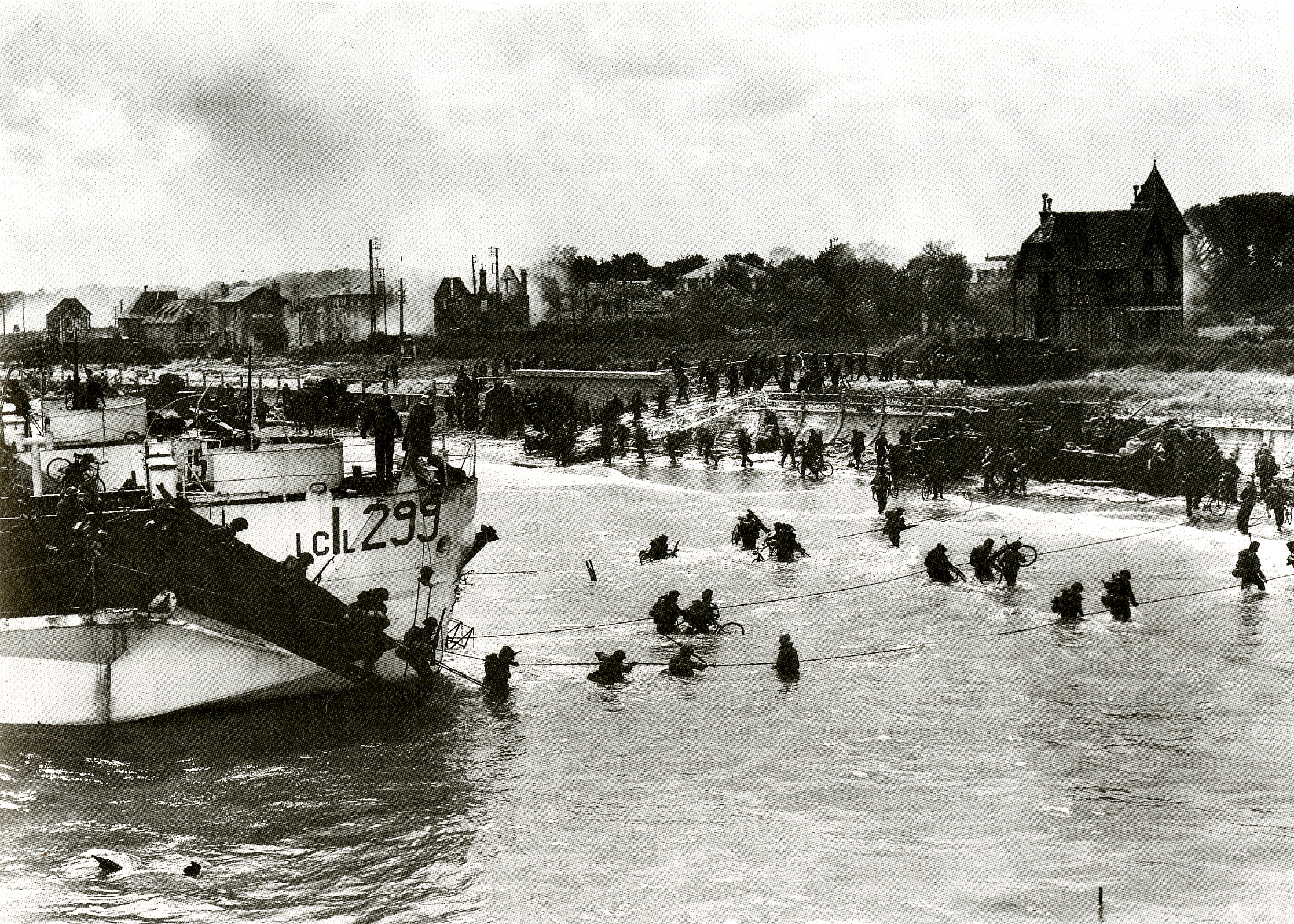Juno Beach in 1944, approximately 100 soldiers storming the beach